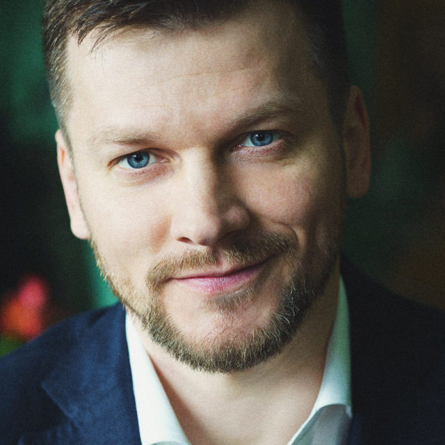 Евгений Старков