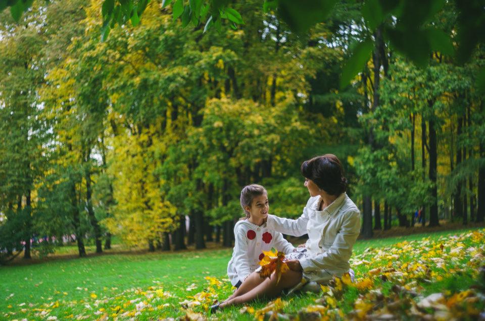 Осенняя фотосессия в парке: Вика и Мария